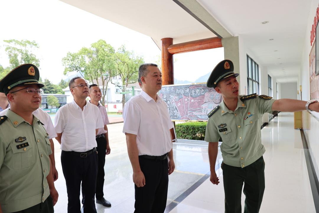 """""""八一""""建军节来临  县领导走访慰问驻景部队官兵"""